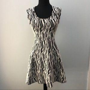 Stretchy geometric print mini dress Open back S